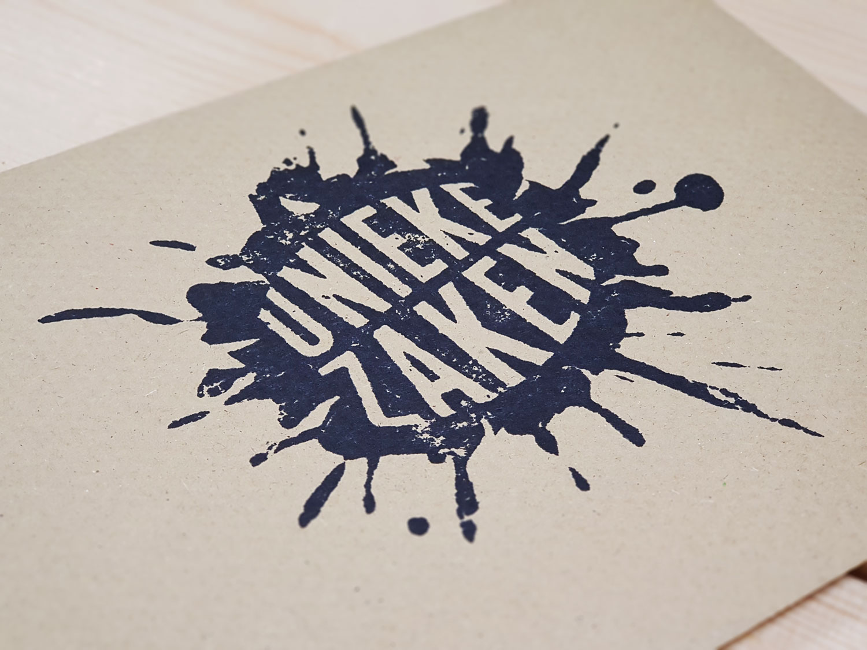 Het logo als houten stempel