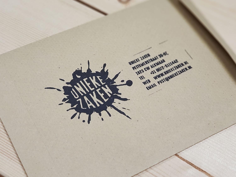 dimgray maakte voor unieke zaken een logo dat tevens gebruikt kan worden als houten stempel bijvoorbeeld op een envelop